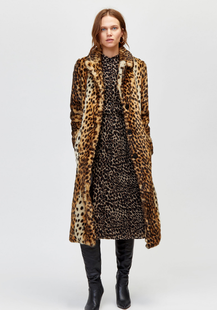 Check out our best buy coats for A/W18 and choose your latest purchase. Whether you want faux fur, leopard, pink, check or camel, there's something for everyone.